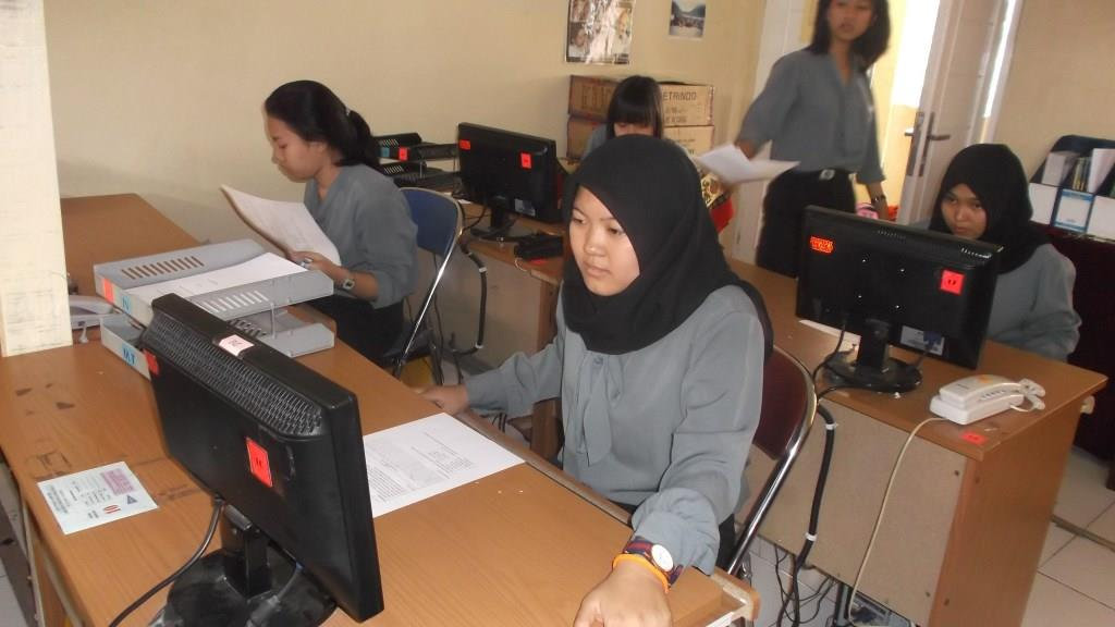 Administrasi Guru Smk Akuntansi Smk Ipiems Galeri Foto Muhammadiyah Pengumuman Smk Pgri 1