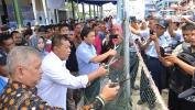 Demiz dan KKP RI Bagikan Alat Penangkap Ikan Ramah Lingkungan di Cirebon