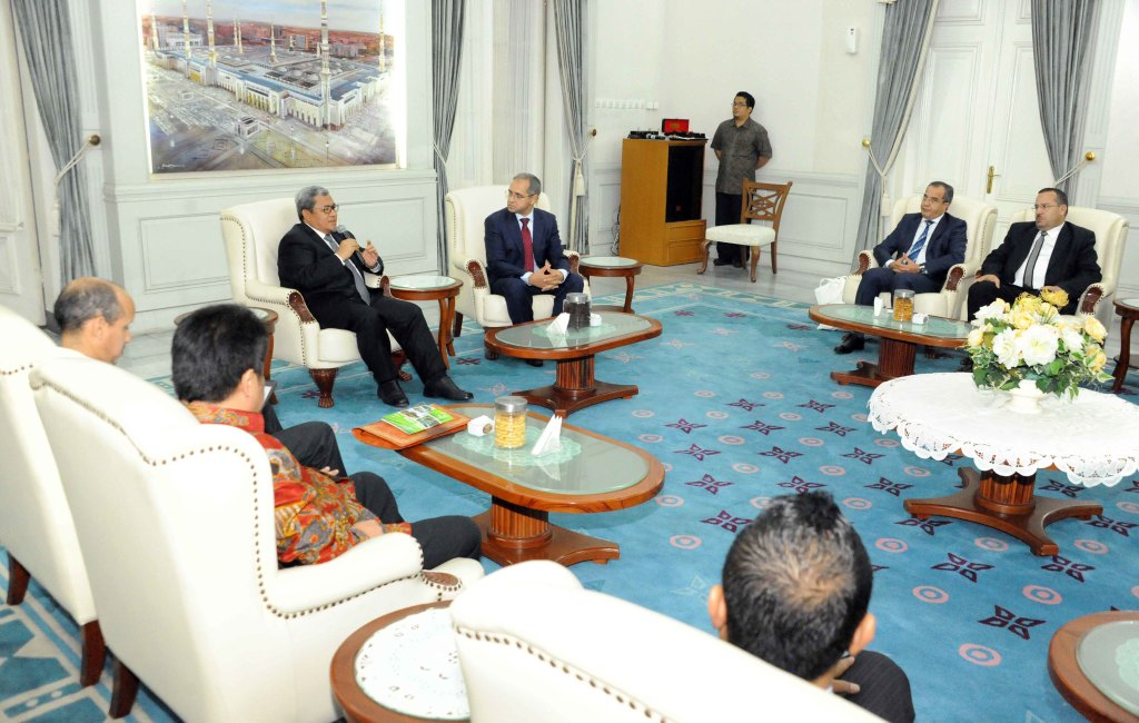 - Gubernur Jawa Barat Ahmad Heryawan (Aher) menerima kunjungan jajaran Pemerintah Souss Massa Region, Kerajaan Maroko, di Gedung Negara Pakuan-majalahsora.com dud humas prop jabar