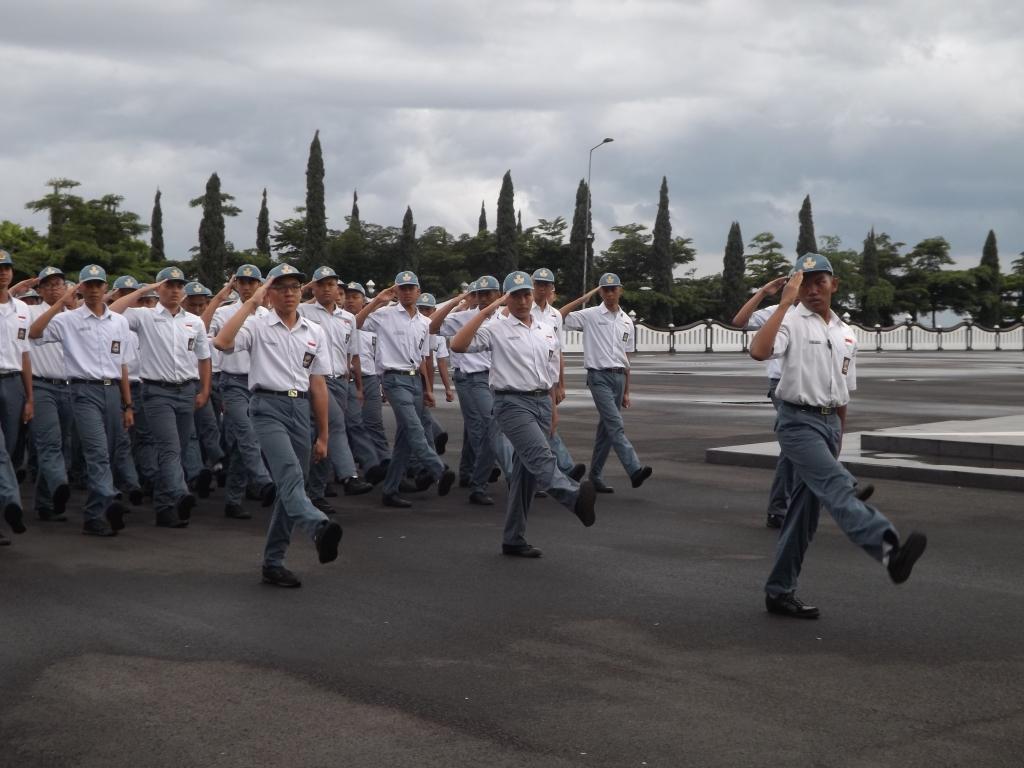 Dididik disiplin militer