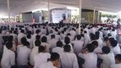 Ujang Koswara Ajak Siswa SMAN 10 Kota Bandung Membuat 500 Lampu Limar dan Sholat Duha Selama 40 Hari