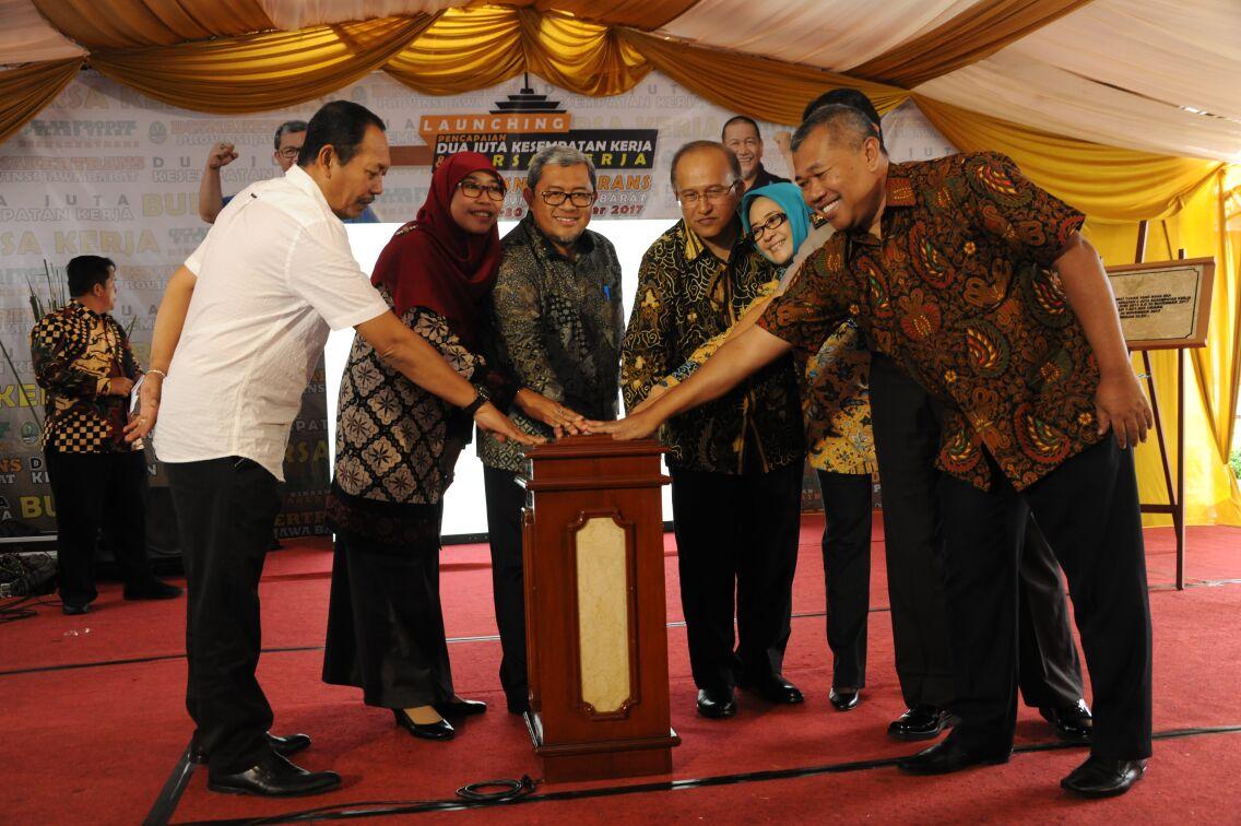 1,8 Juta Tenaga Kerja Serap Kesempatan Kerja di Jawa Barat