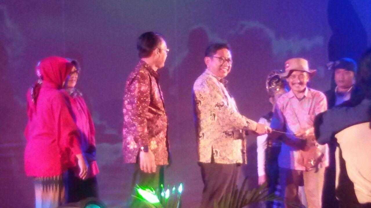 Kepala BPBKD disdik jabar, Drs. H. Husen R. Hasan, MPd