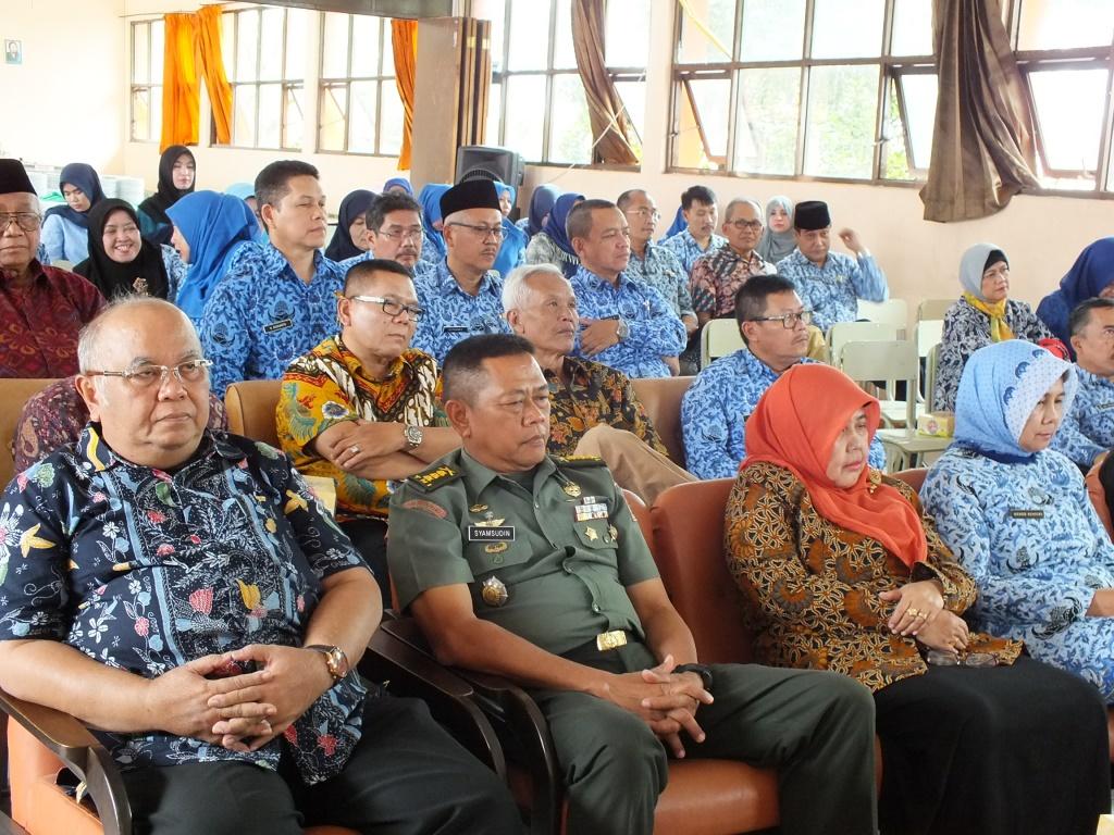 imam haryono ketua komite di paturay tineung tatti kepala sman 14 bandung