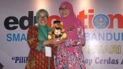 Istri Gubernur Jabar Buka Education eXpo SMAN 20 Bandung