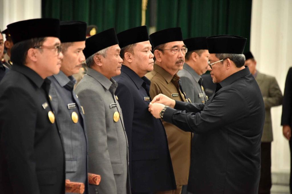 Gubernur Aher Lantik 7 Penjabat Sementara Bupati Walikota