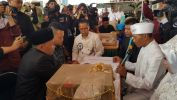 Kadis Jabar Ahmad Hadadi Jadi Saksi Nikah Massal di SMAN 4 Kota Bandung