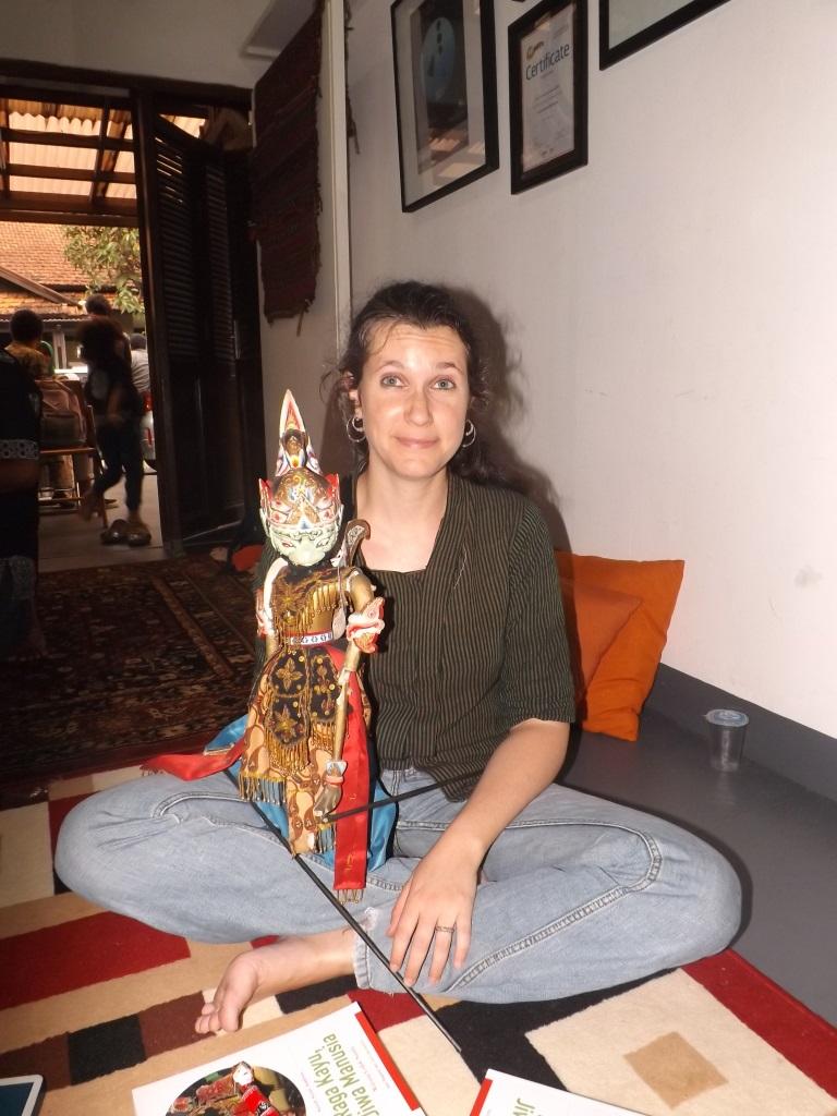 Sarah Anais Andrieu - Lebih Tertarik Wayang Golek