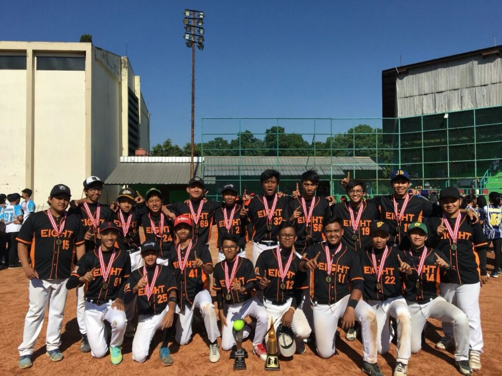 sman 8 juara softball refugees 2018