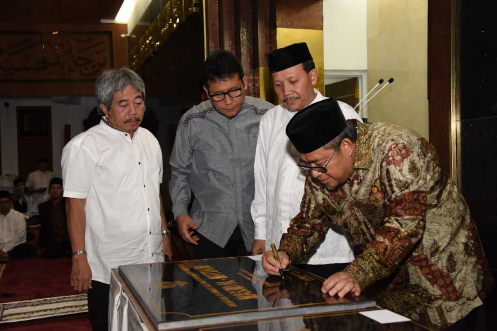 akhir masa jabatan aher resmikan lima masjid