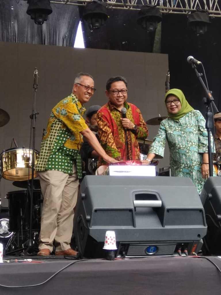 """H Suparman Pensi SMAN 5 Bandung """"Five Chronosphere"""" Sukses Puaskan Ribuan Penontonnya (3)"""