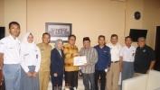Husen Serahkan Bantuan Lebih Dari Rp 160 Juta Untuk Korban Gempa Lombok NTB