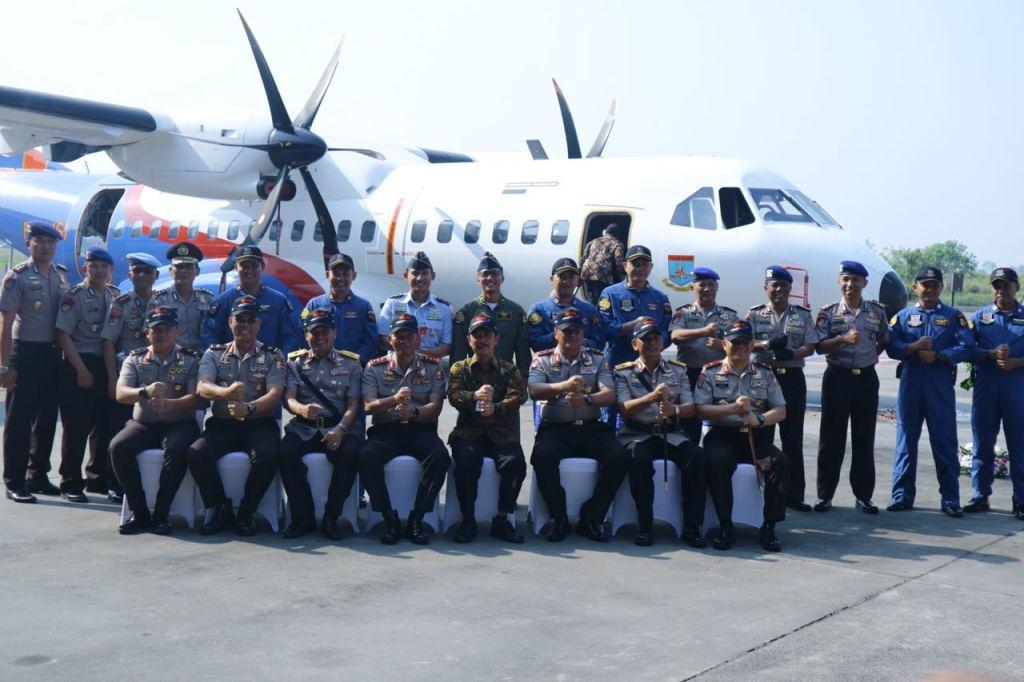 ptdi menyerahkan pesawat cn 295 kepada polri (1)