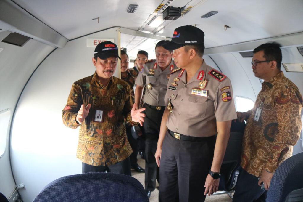 ptdi menyerahkan pesawat cn 295 kepada polri (2)