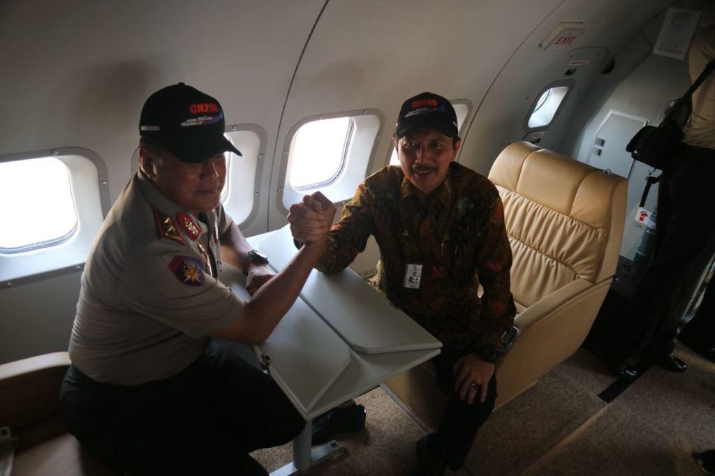 ptdi menyerahkan pesawat cn 295 kepada polri (3)