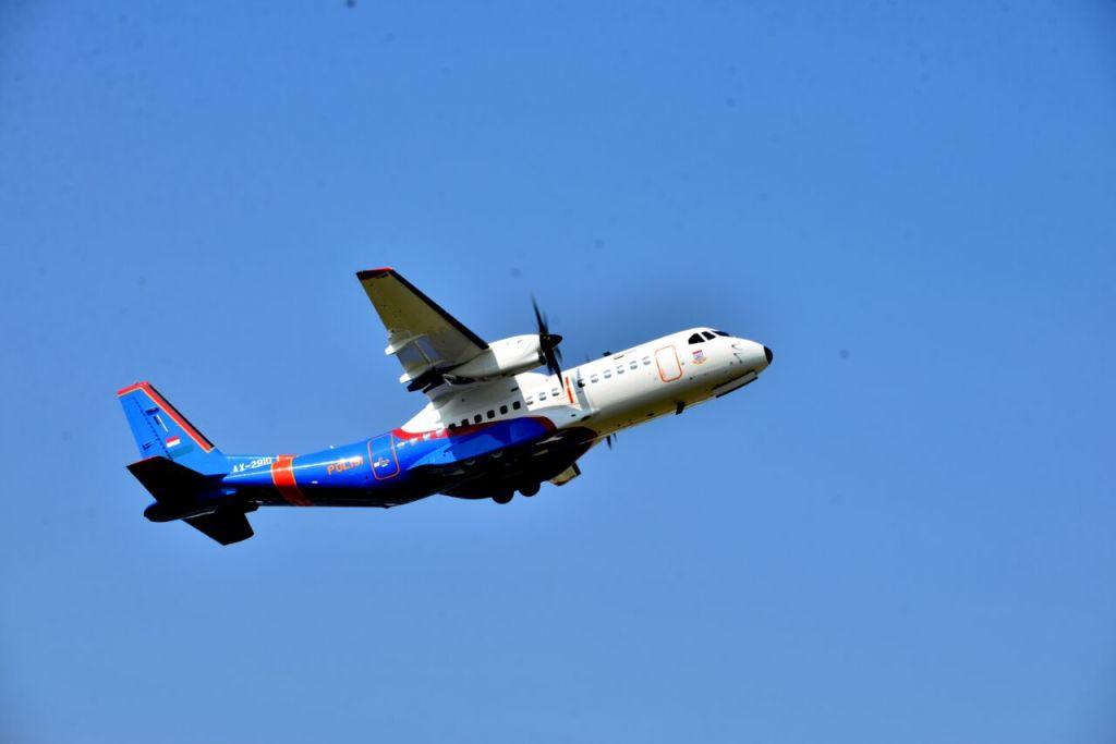 ptdi menyerahkan pesawat cn 295 kepada polri (4)