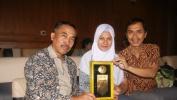 SMAN 10 Kota Bandung Raih Penghargaan Anugerah Rekor Muri Gebyar Puisi Basa Sunda dari Sabumi