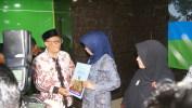 Oded Wali Kota Bandung Serahkan 85 Sertifikat Tanah Kepada Kepala SD Negeri